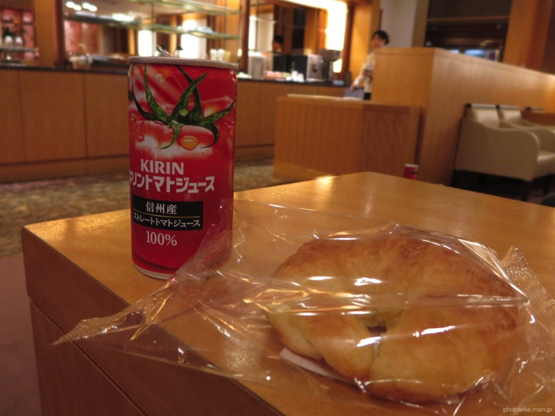 KALラウンジにてトマトジュース