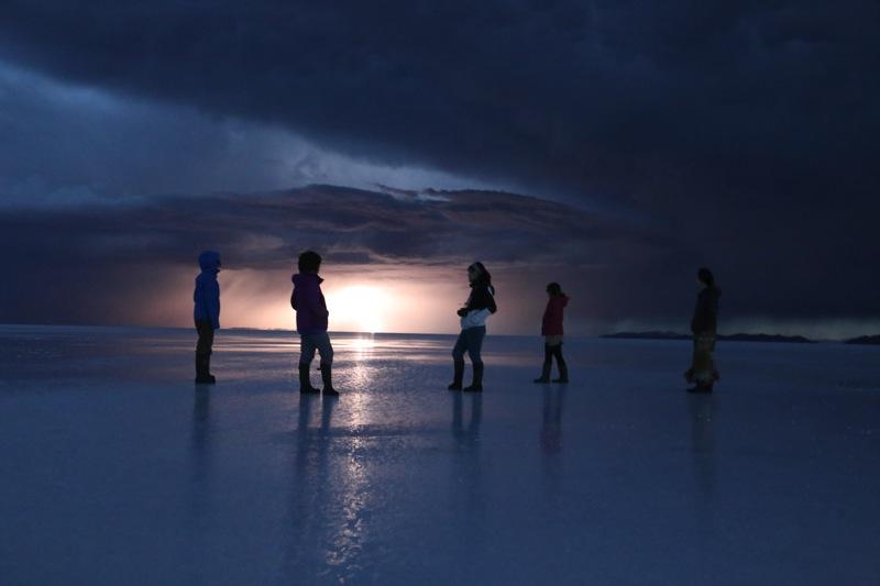 ウユニ塩湖で雷