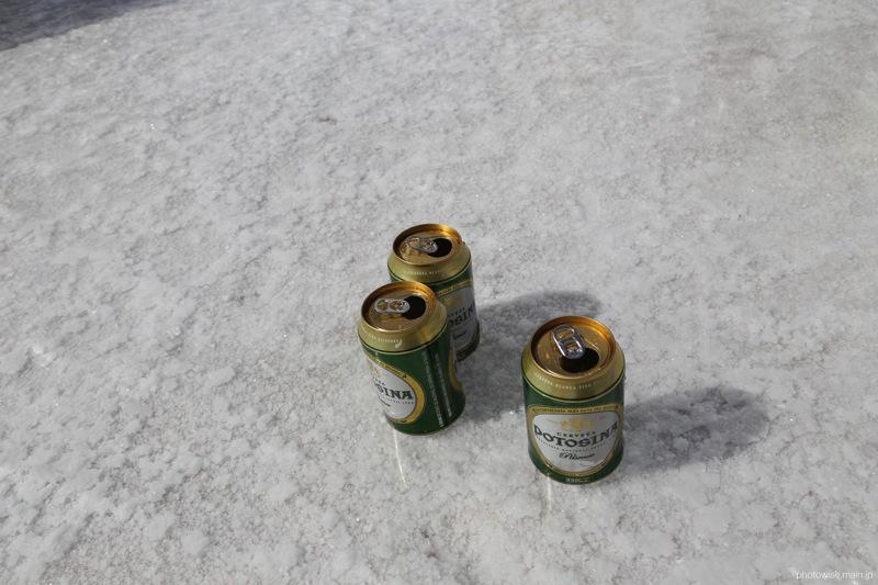 ウユニ塩湖でビール