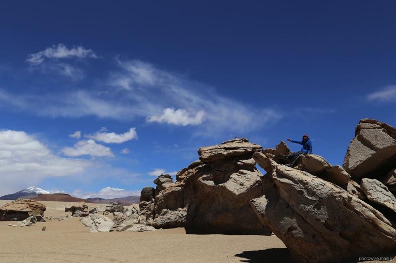 岩に登って記念撮影