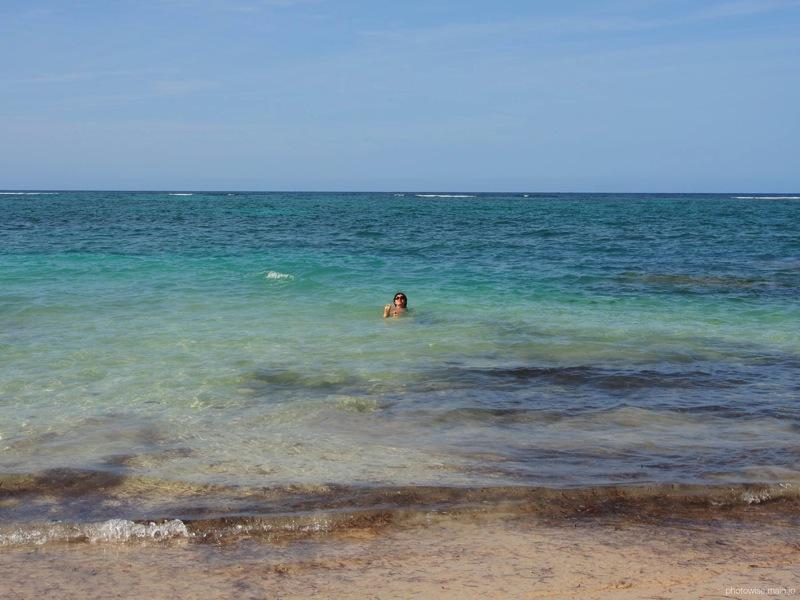 マグアナビーチで泳ぐ