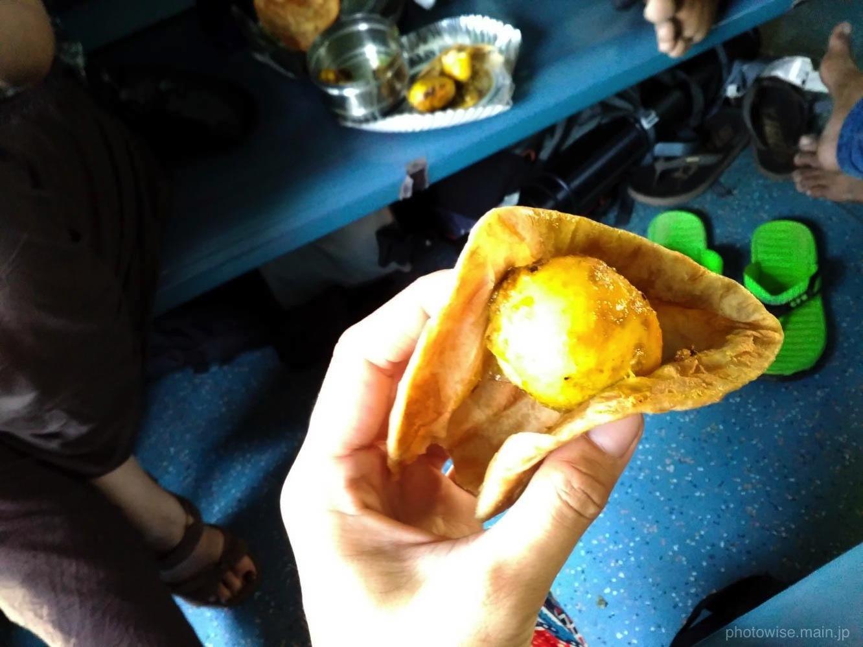 インドのチャパティとカレー