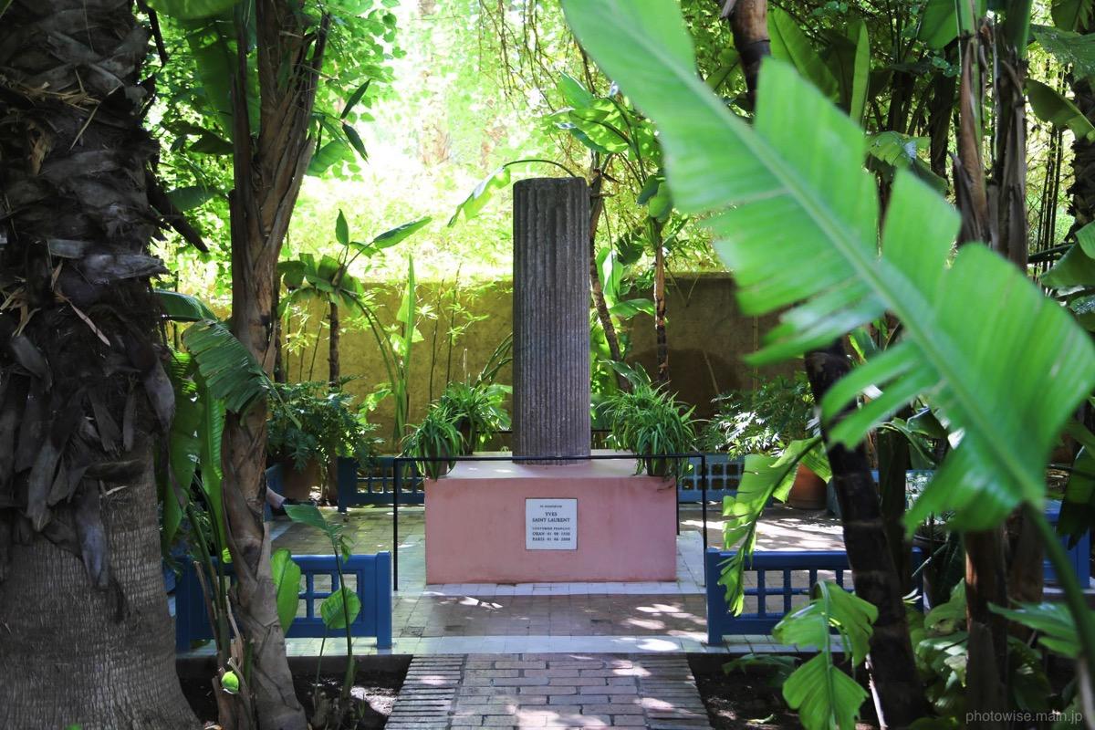 イヴ・サンローランの記念碑