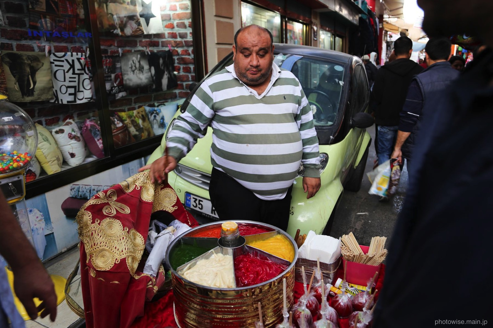 道端で売っていた伝統的なお菓子