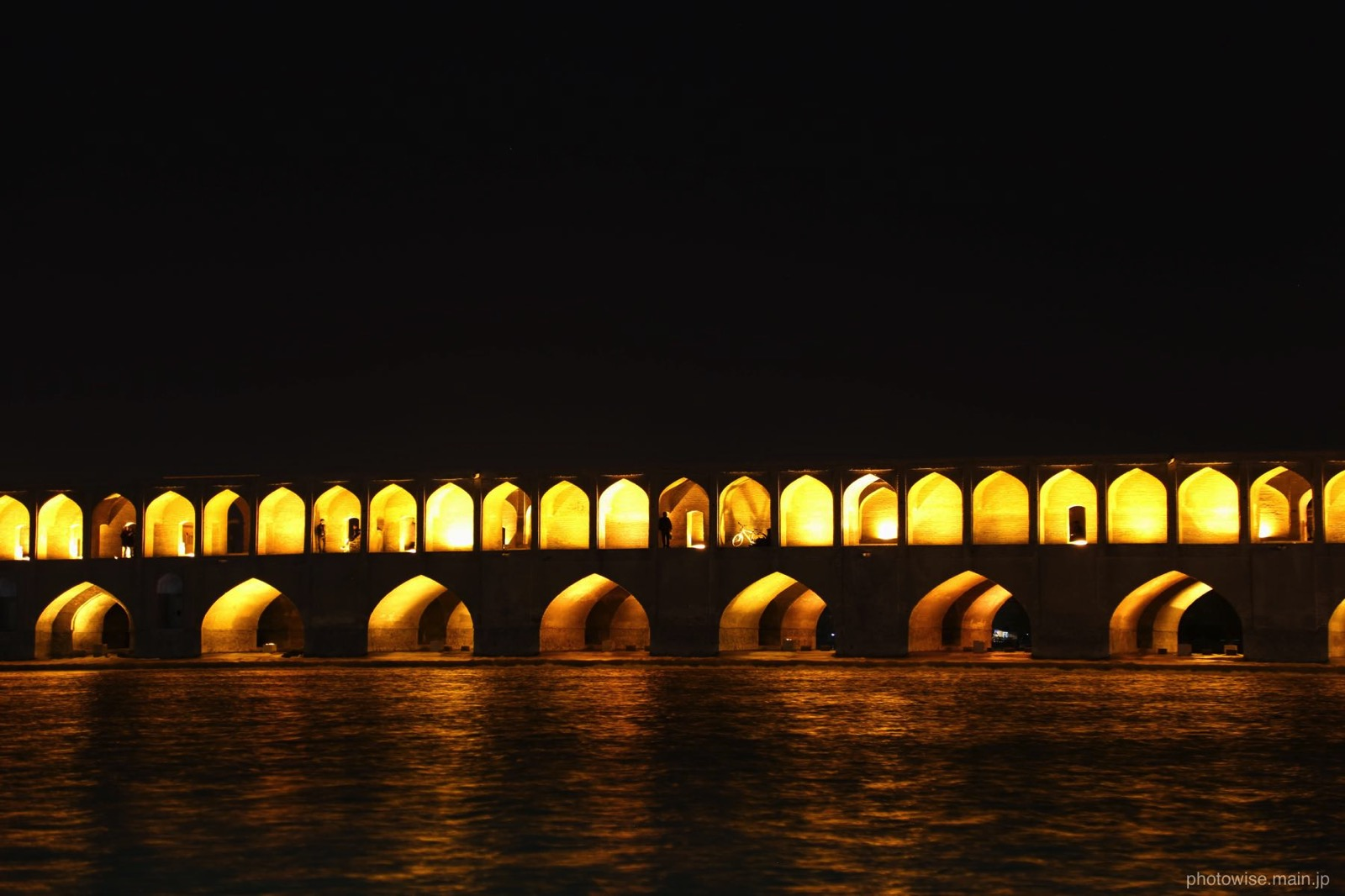 sioseh pol bridge