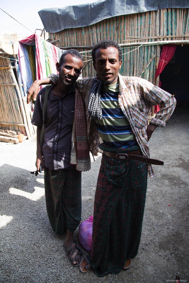村の男性たち