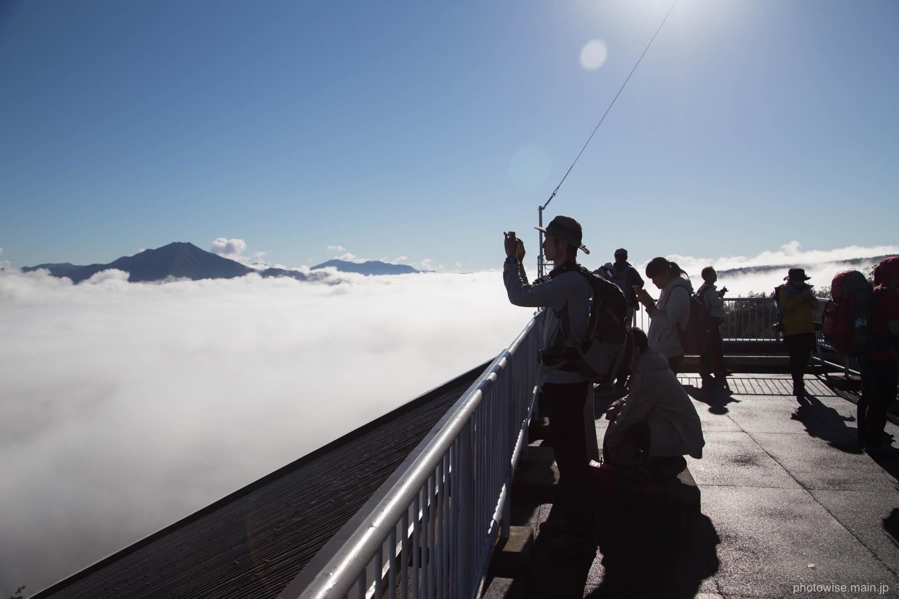 雲海と登山客