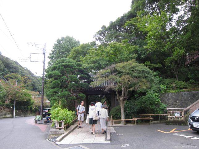 報国寺入口