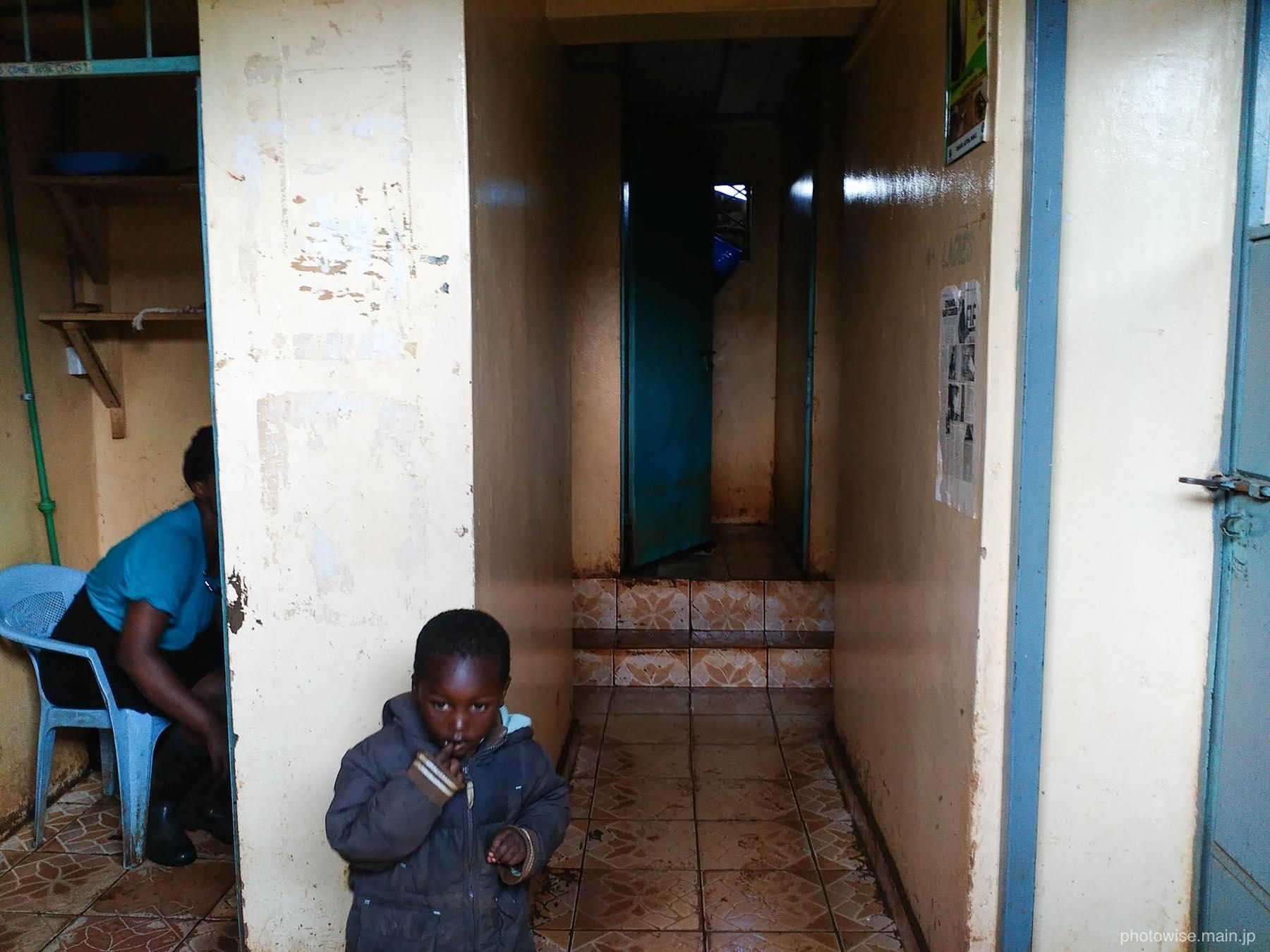 キベラの仮設シャワー&トイレ