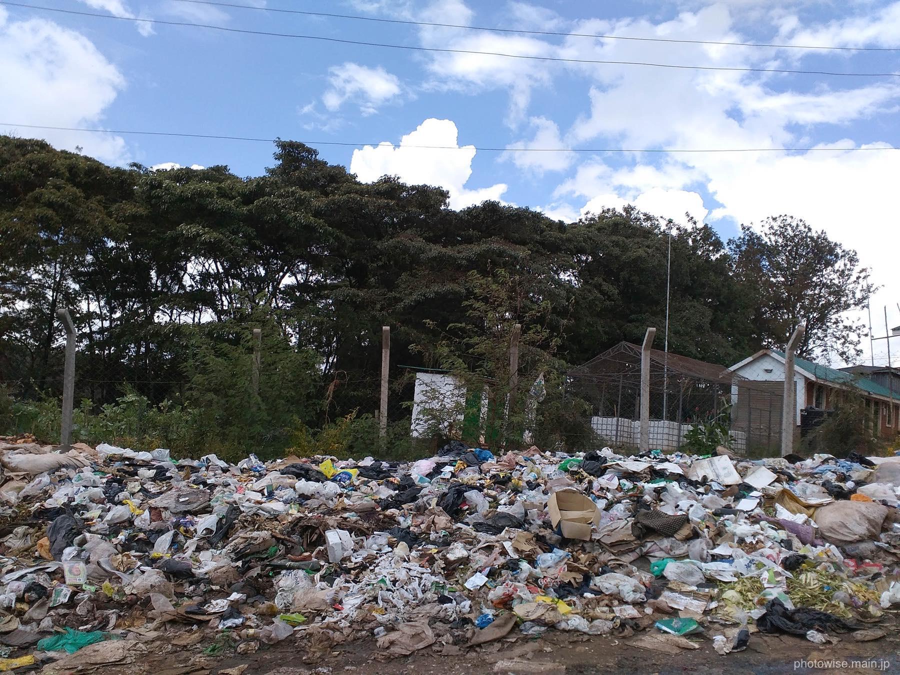 キベラのゴミの山