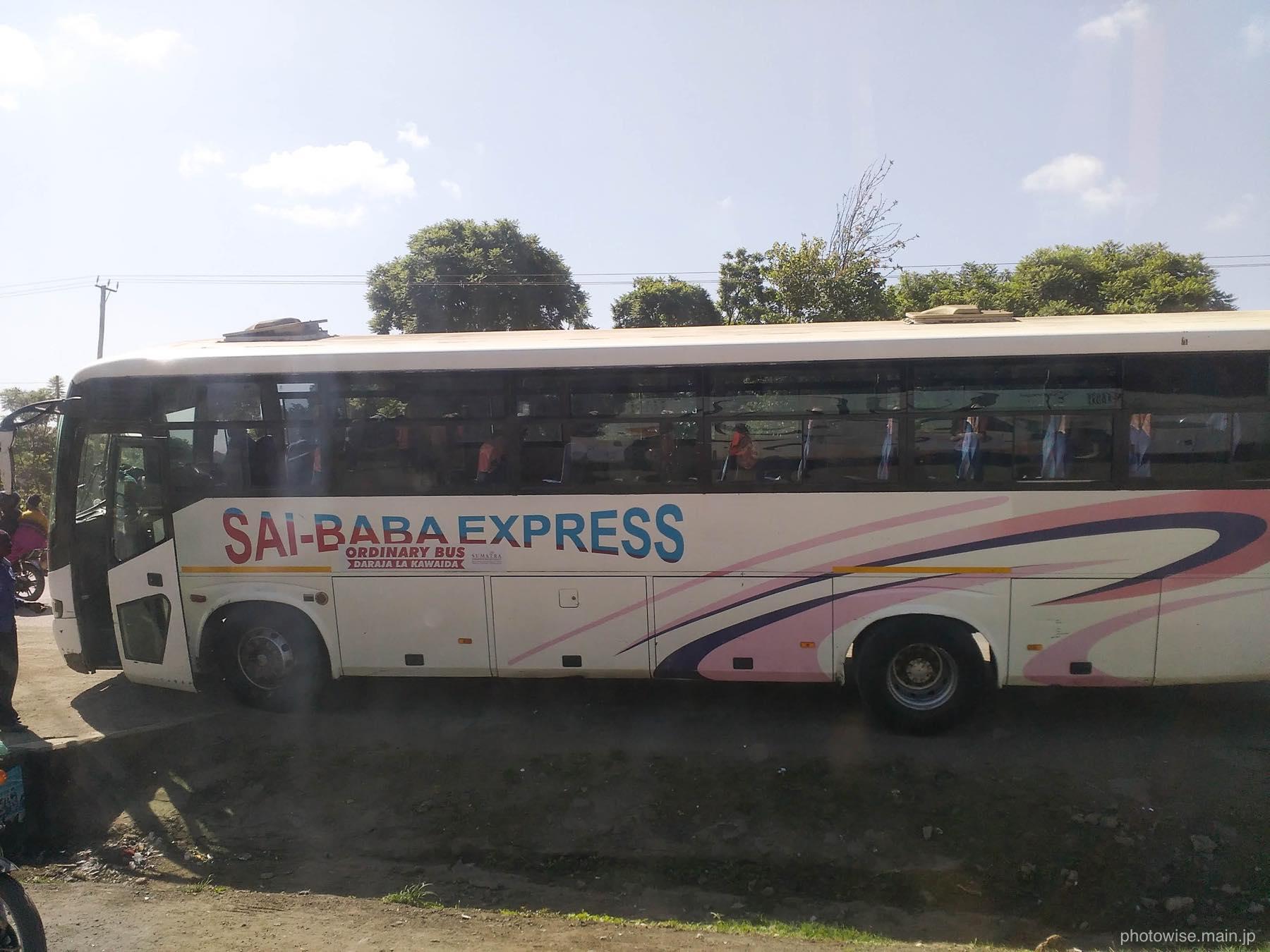 saibaba expressのバス