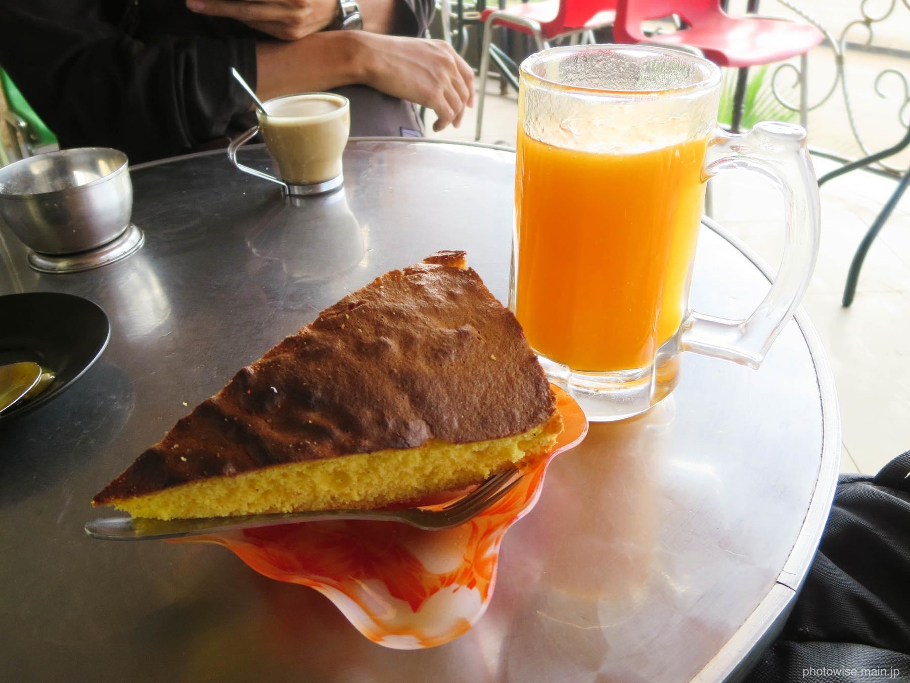 ケーキとパパイヤジュース
