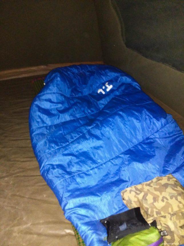 テント内に寝袋