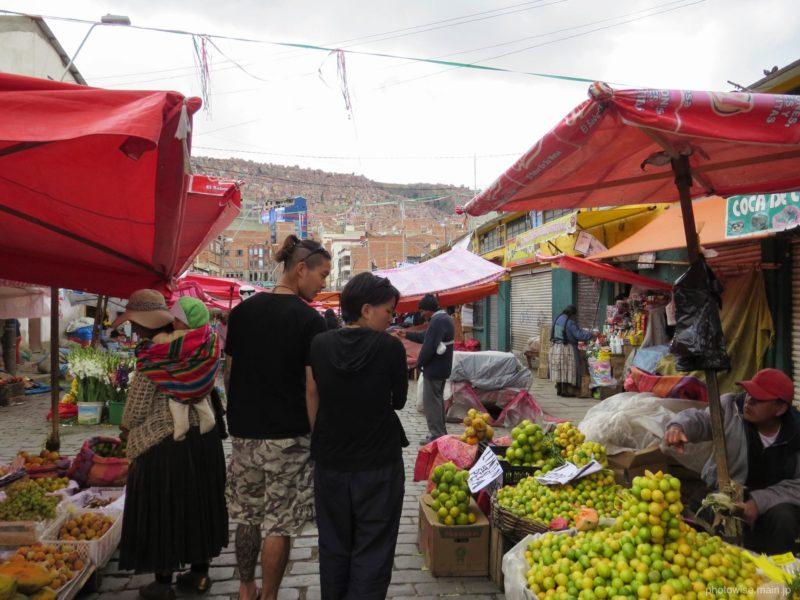 路上の野菜マーケット
