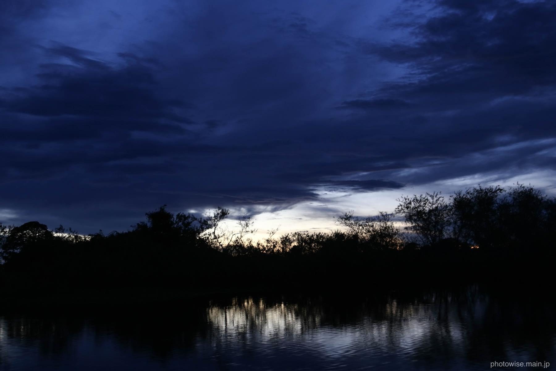 アマゾンの日が沈む