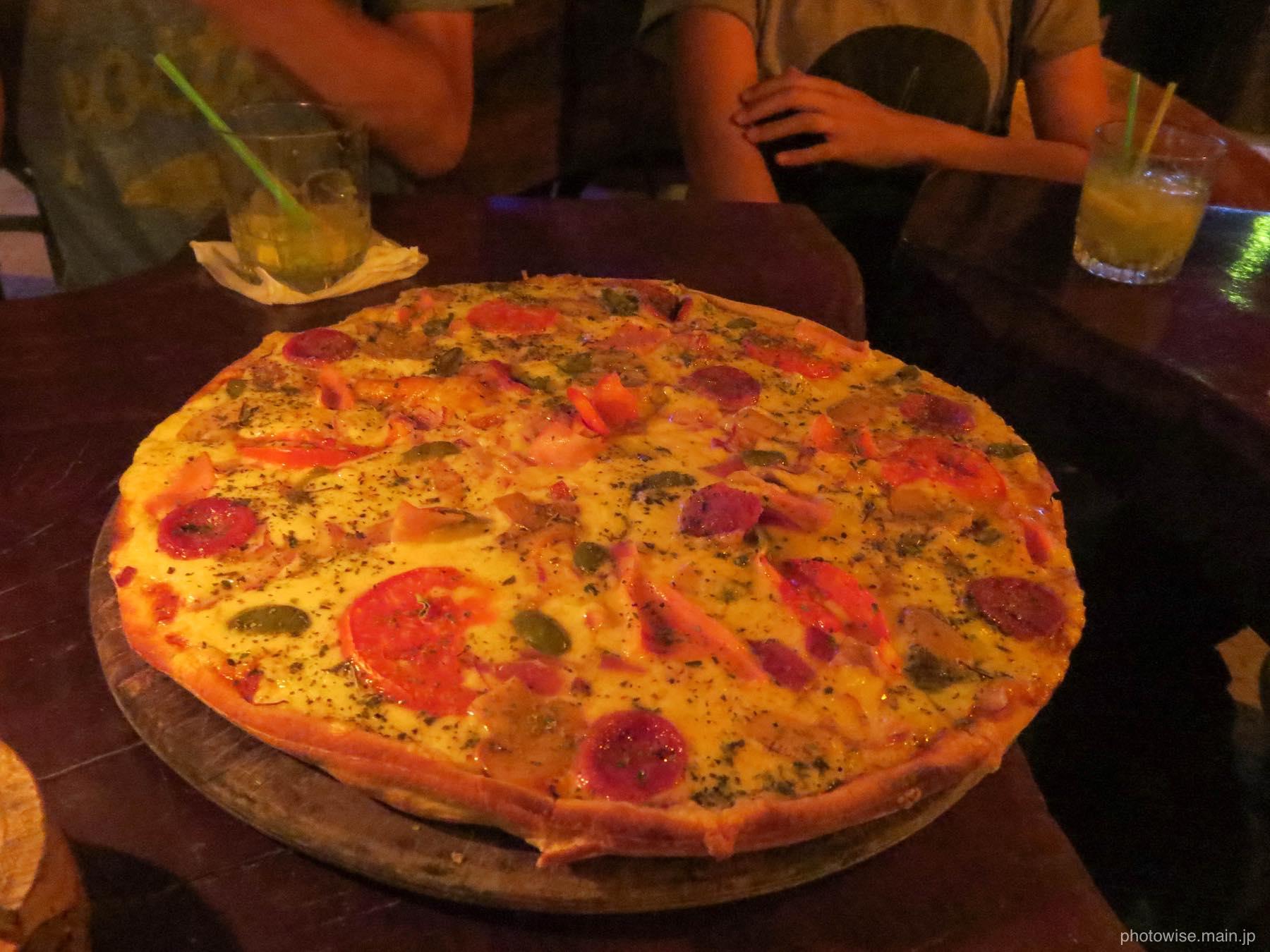 ここでもピザだよ