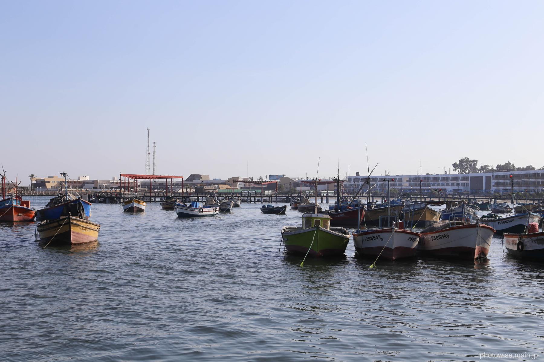 パラカスの港