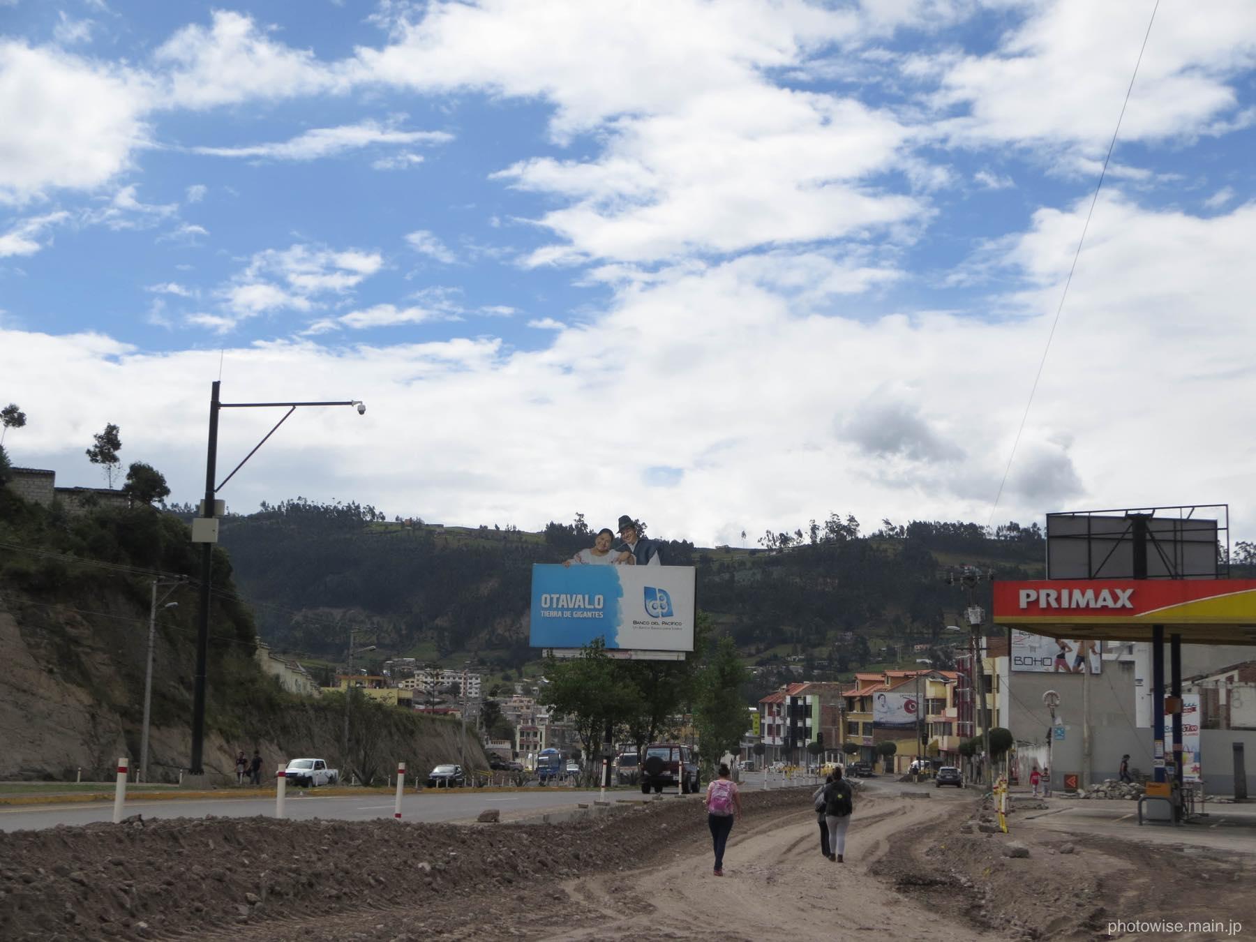 オタバロ付近の国道