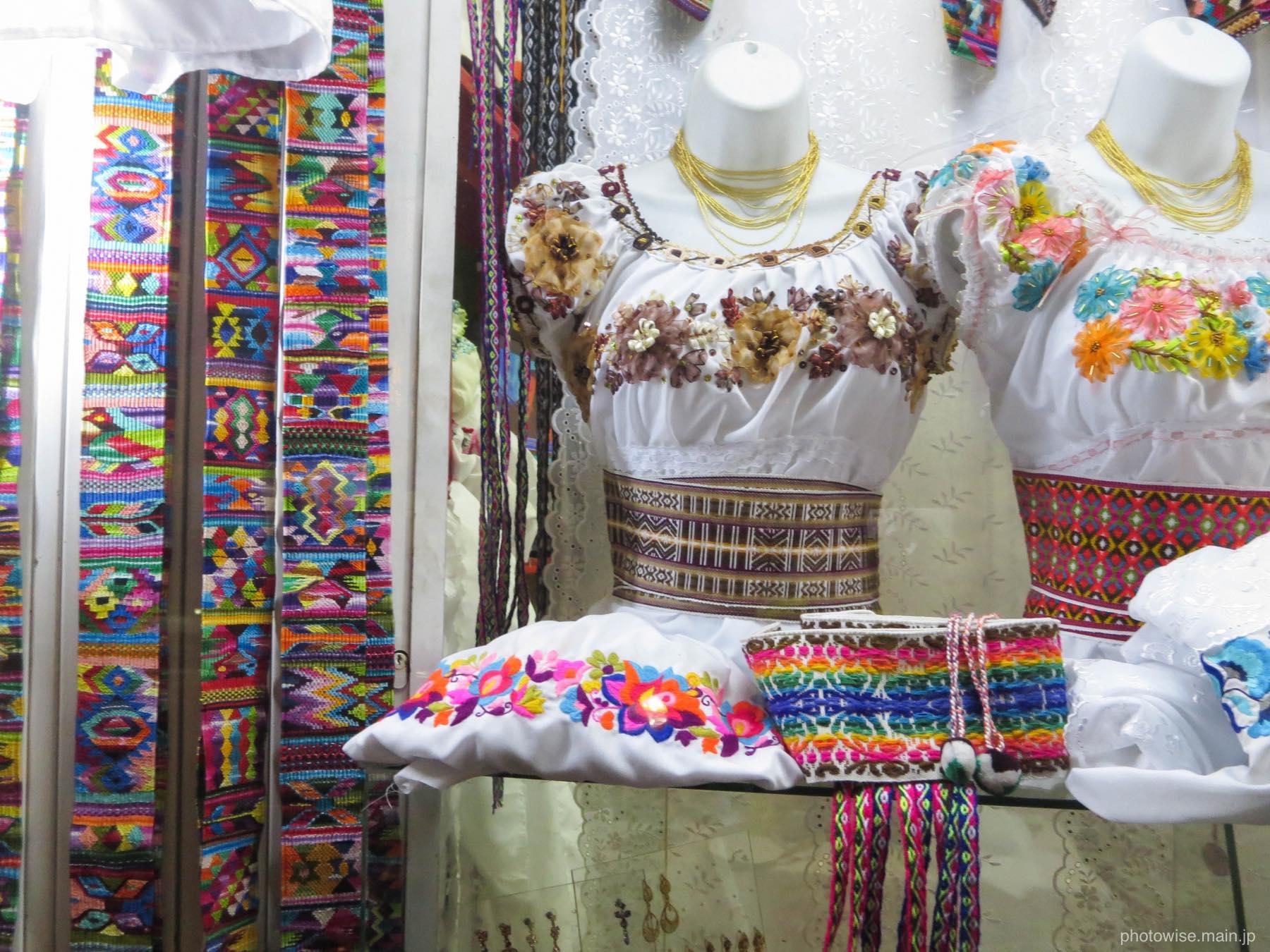 オタバロの民族衣装