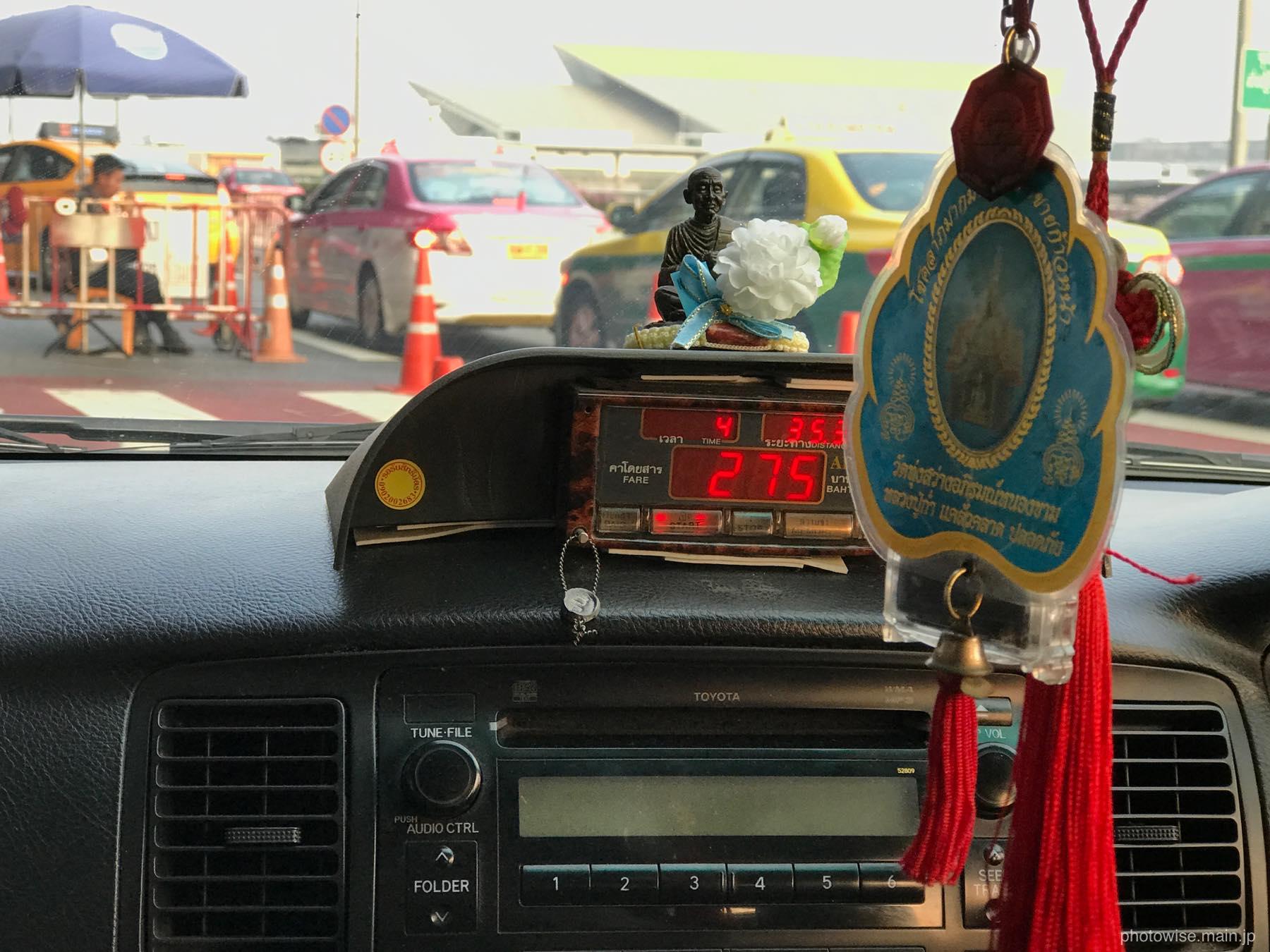 メータータクシーで空港へ