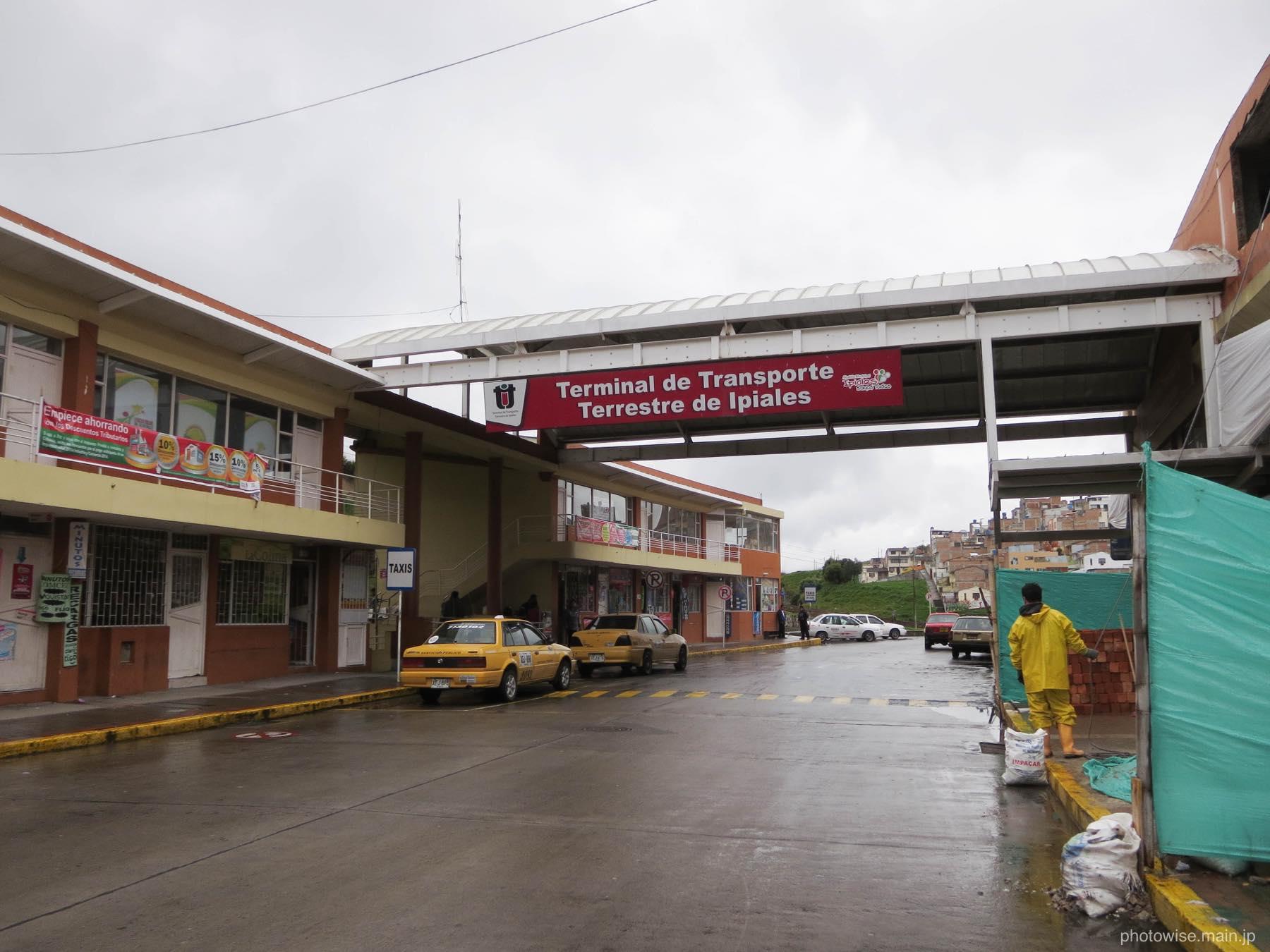 イピアレスのバスターミナル