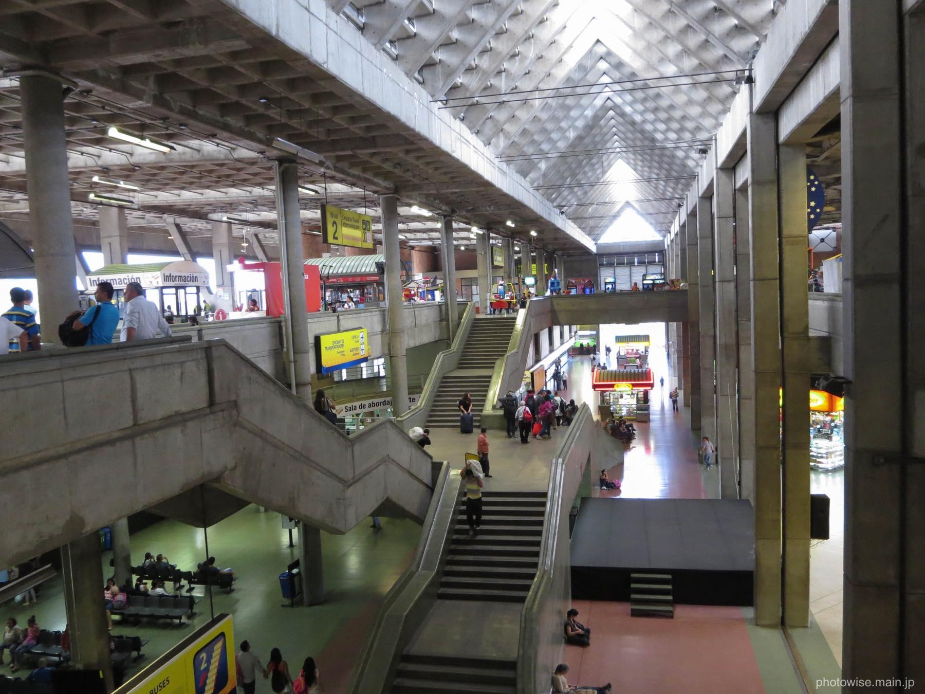 メデジンのバスターミナル