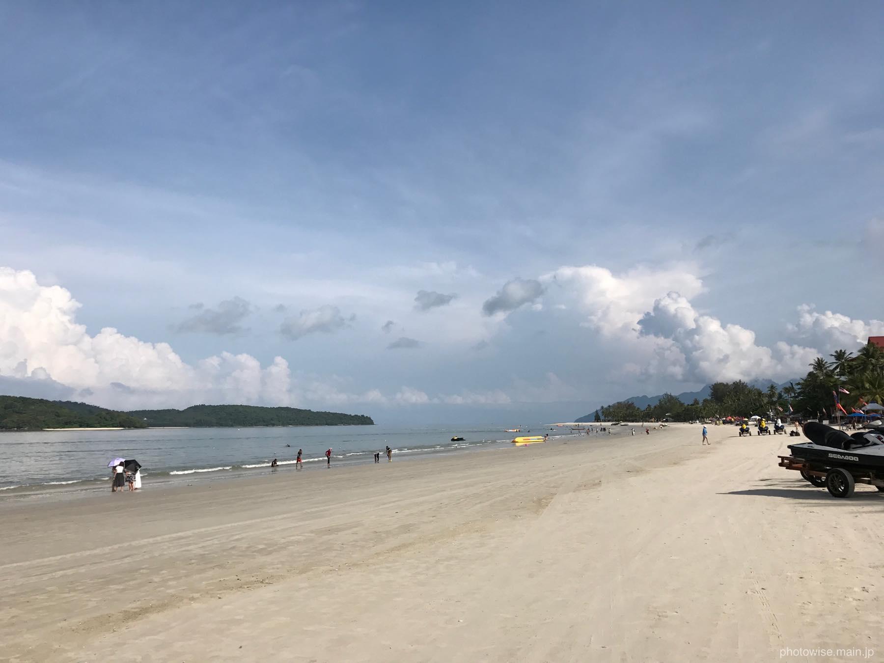 パンタイチェナンビーチの朝