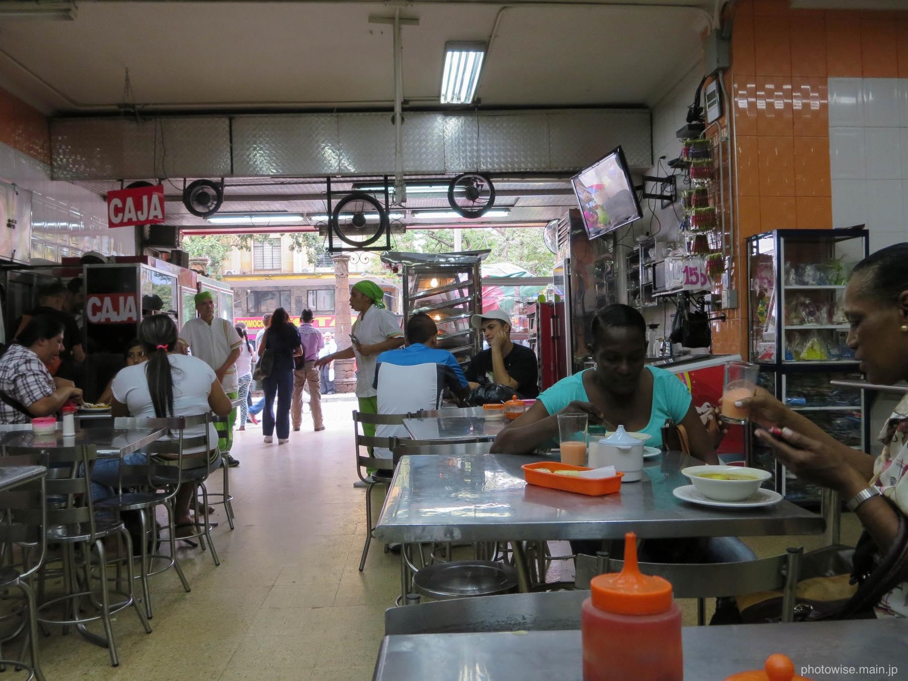 ボテロ広場の近くの食堂