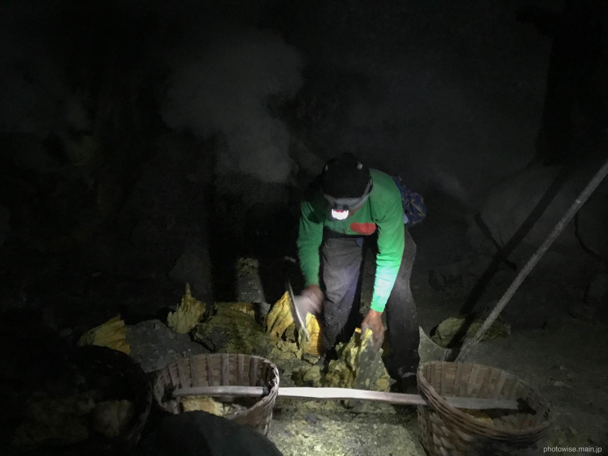 硫黄採掘現場