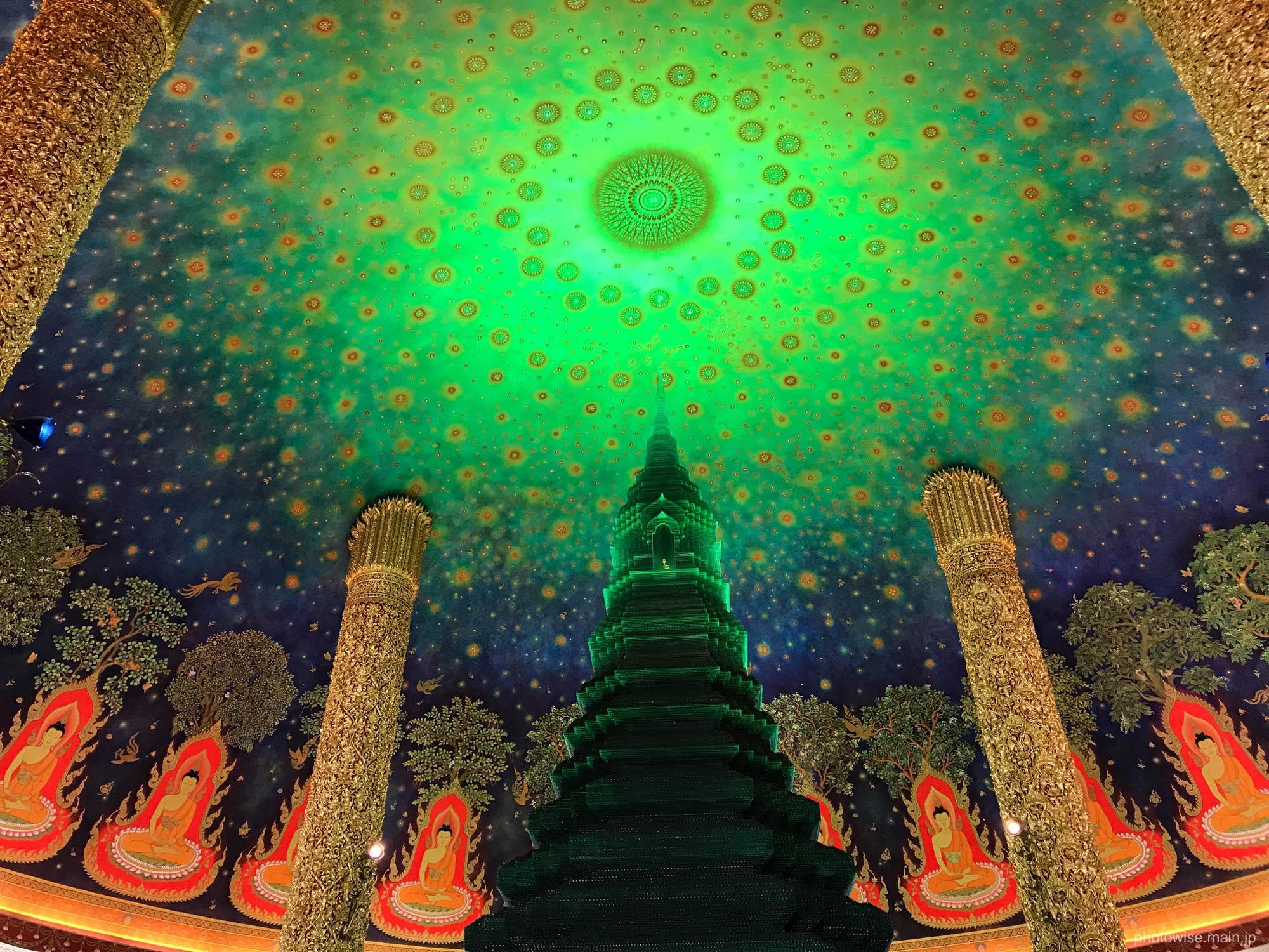 緑ガラスの仏塔