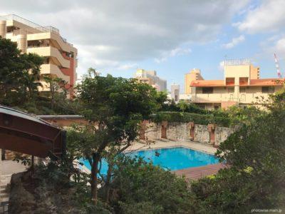 ANAクラウンプラザホテル沖縄プールサイド