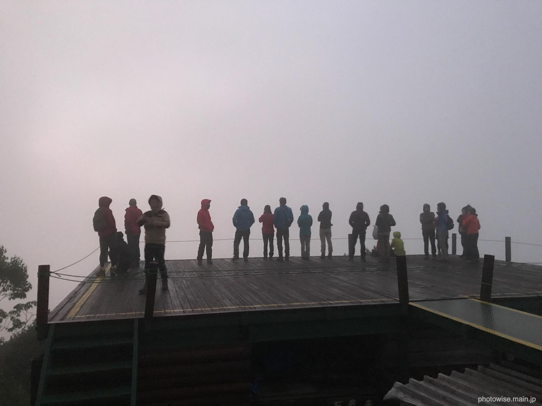 燕山荘の朝